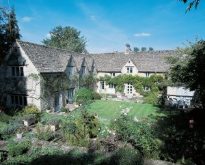 Tudor Cottage - Historic Cotswold Stone House