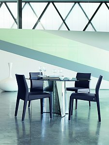 The Fine 8900 Circular Dining Table From Rolf Benz
